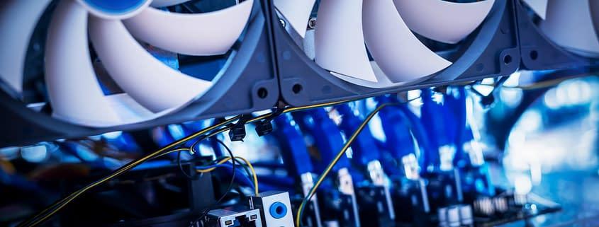 GPU Stack für Maschinelles Lernen. Lüfter für Hochleistungsrechner mit Grafikkarten Unterstützung für künstliche Intelligenz.